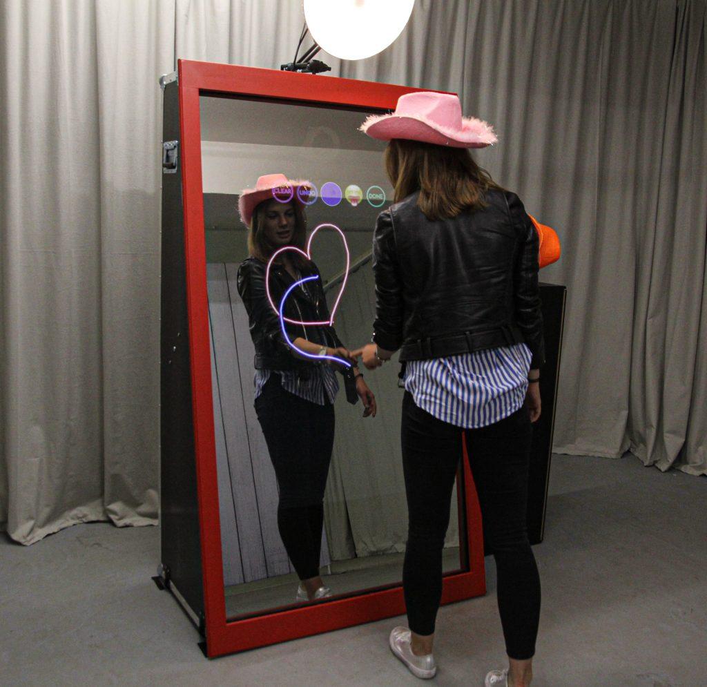Das Magic Mirror mieten bereitet euren Eventgästen viel spaß und ein unvergessliches Erlebnis